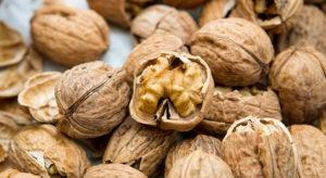 Miele e Noci. Le noci sono ricche di Omega 3 utile per controllar il colesterolo.