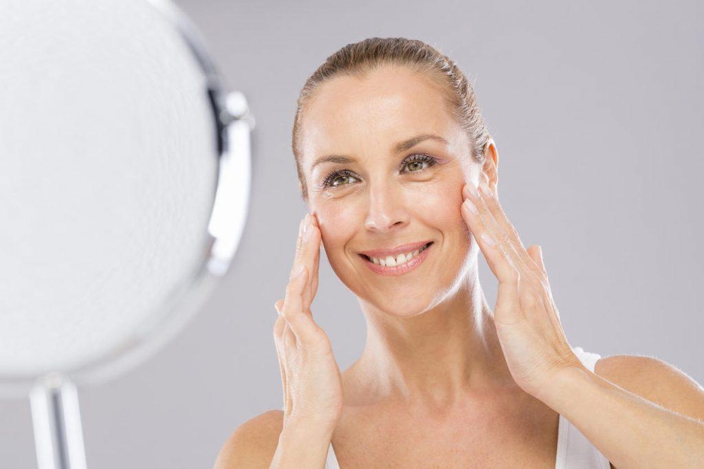 Il miele biologico aiuta la pelle a mantenersi giovane grazie all'effetto idratante. Ottimo per la realizzazione di maschere bellezza miele.